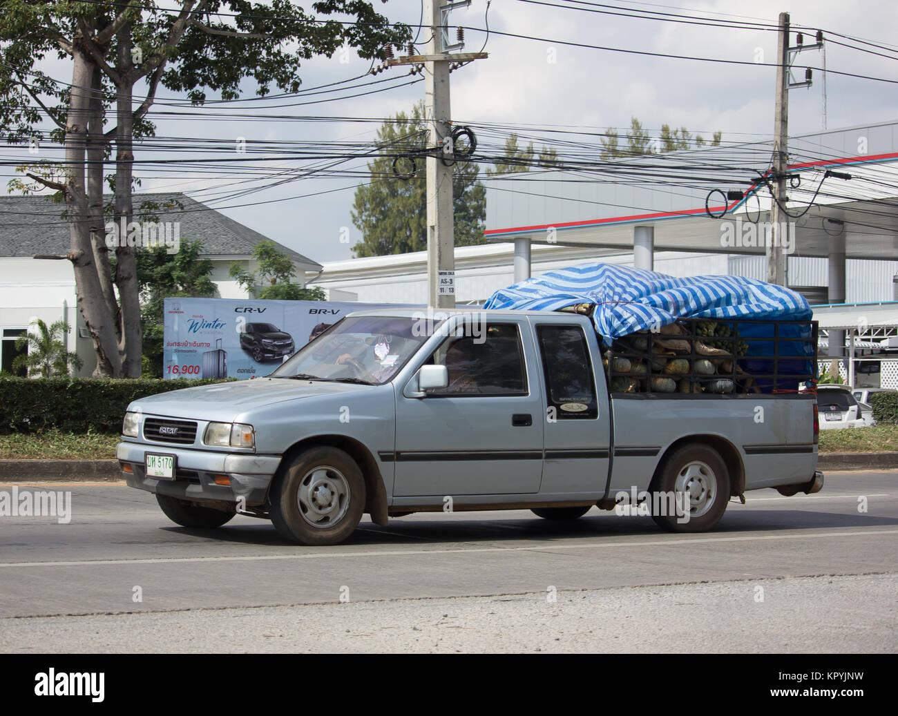 CHIANG MAI, THAILAND - 28. NOVEMBER 2017: Private alten Isuzu Pickup Truck. Auf der straße Nr. 1001 8 km von Chiang Mai City. Stockfoto