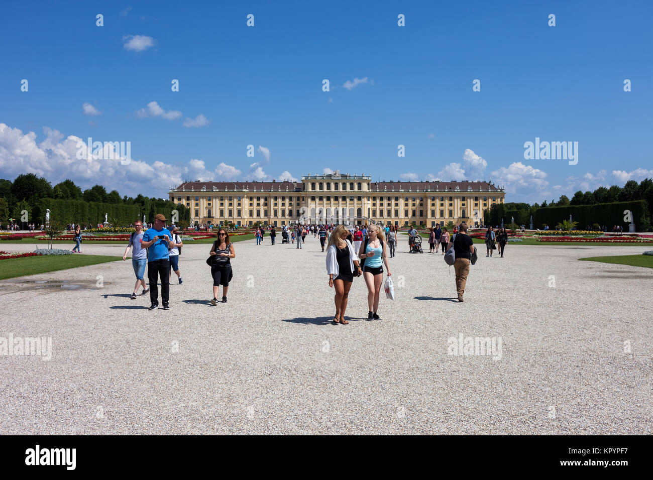 Schloss Schönbrunn, Imperial Sommer barocken Residenz, Touristen, Wien, Österreich, Europa Stockbild