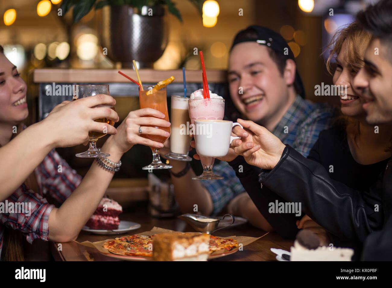 Menschen treffen Freundschaft miteinander Coffee Shopkonzept Stockbild