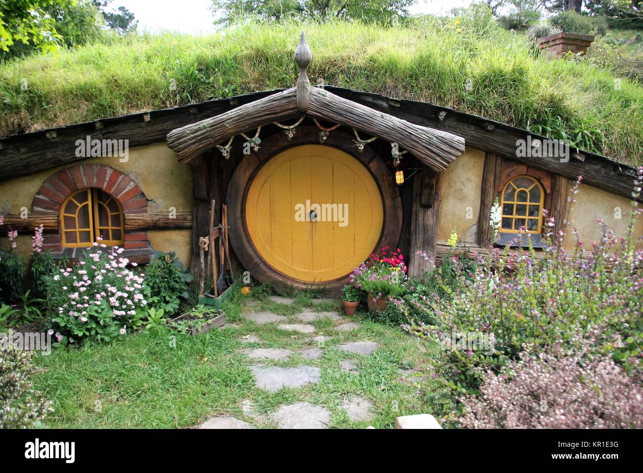 hobbit haus in hobbiton stockfoto bild 169063428 alamy. Black Bedroom Furniture Sets. Home Design Ideas