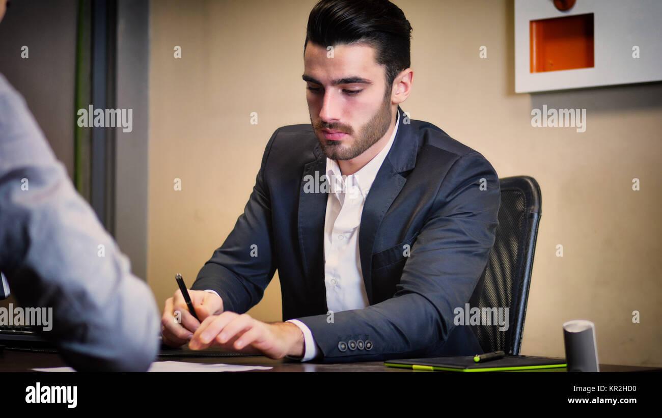 Unternehmer gemeinsam an Projekten arbeiten. Stockbild