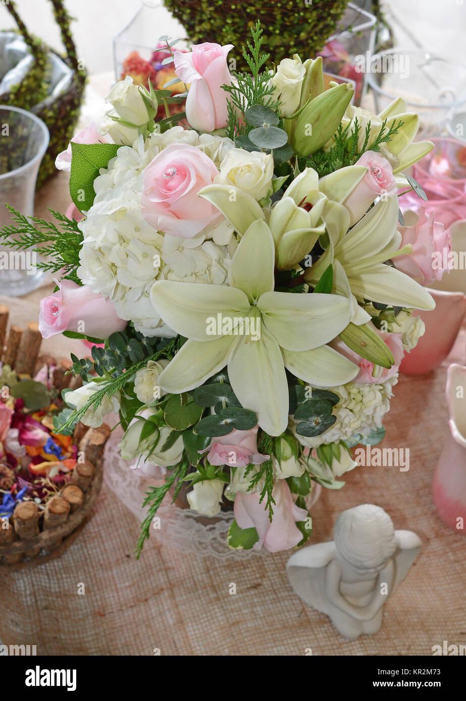 Foto Von Einem Romantischen Brautstrauss Mit Diamant Erstklassige