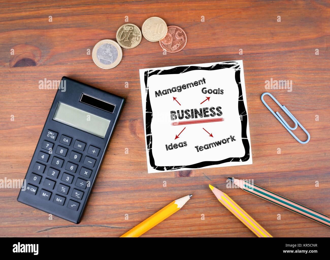 Geschäftskonzept. Schreibtisch mit Briefpapier, Grafik und Kommunikation Hintergrund Stockbild