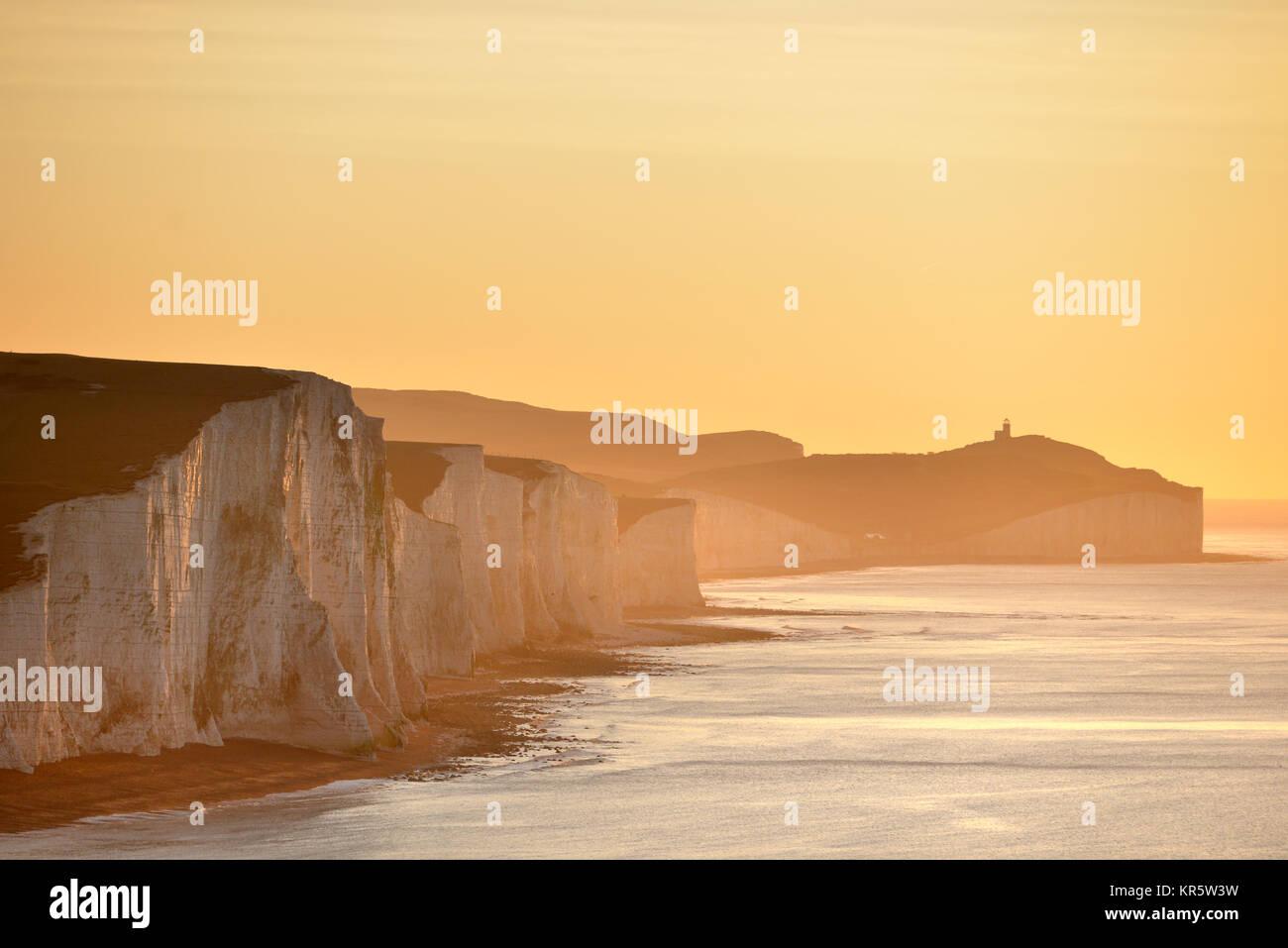 Cuckmere Haven, East Sussex. Dezember 2017 18. Die Morgensonne leuchtenden der legendären sieben Schwestern Stockbild