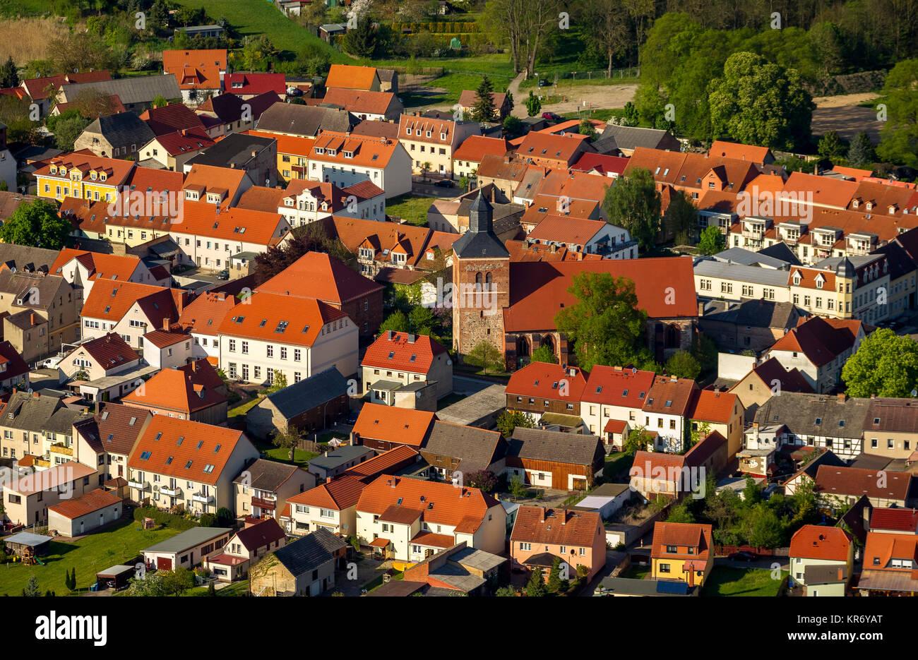 Backsteinkirche St. Marienkirche die Essenz berge Marktplatz, roten Ziegeldächern, Wesenberg, Mecklenburgische Stockbild