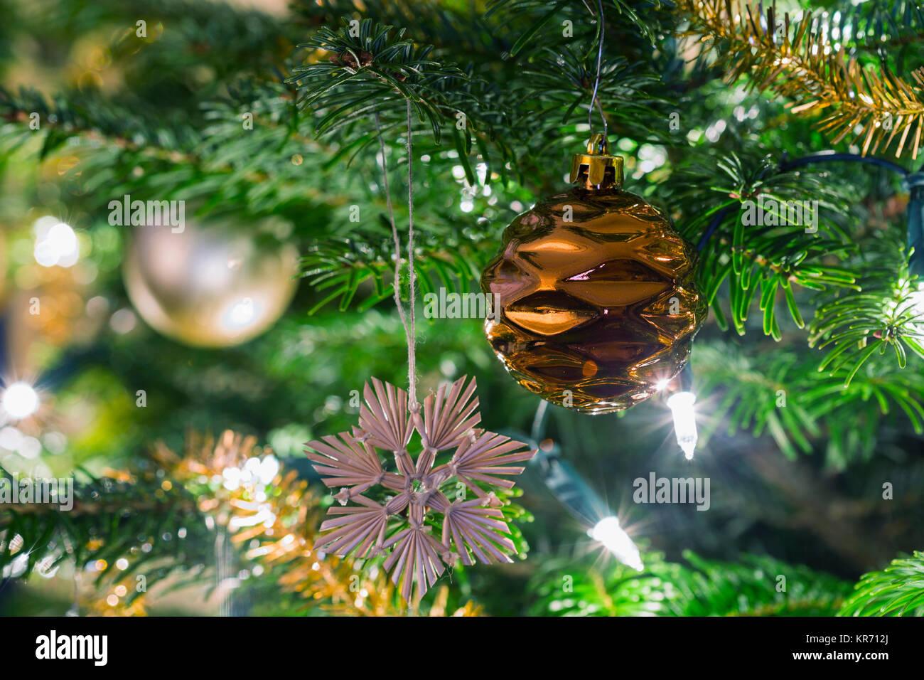 Weihnachtskugeln Traditionelle Gold Dekorationen Fur Den