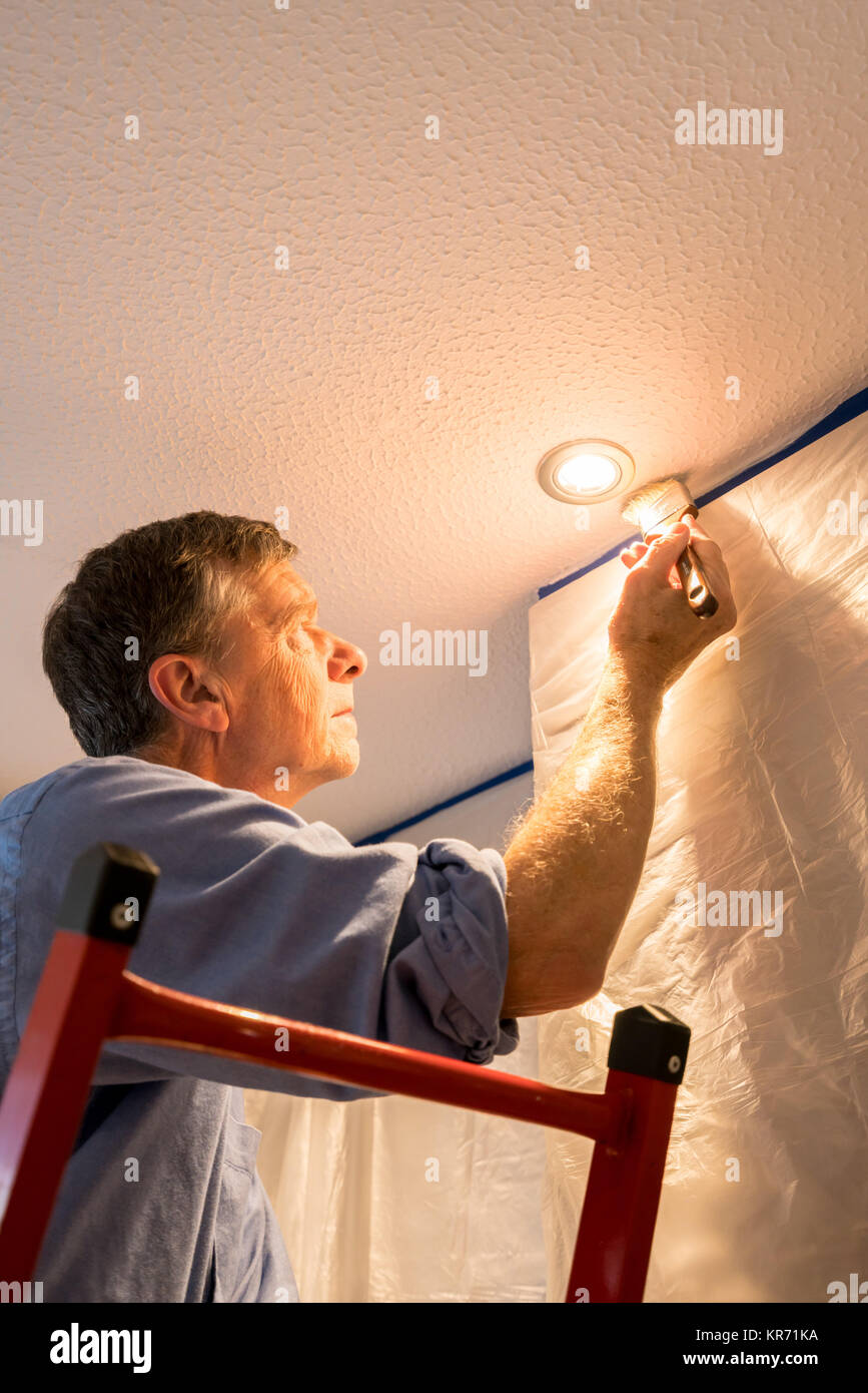 Man Painting Ceiling White Stockfotos & Man Painting Ceiling White ...