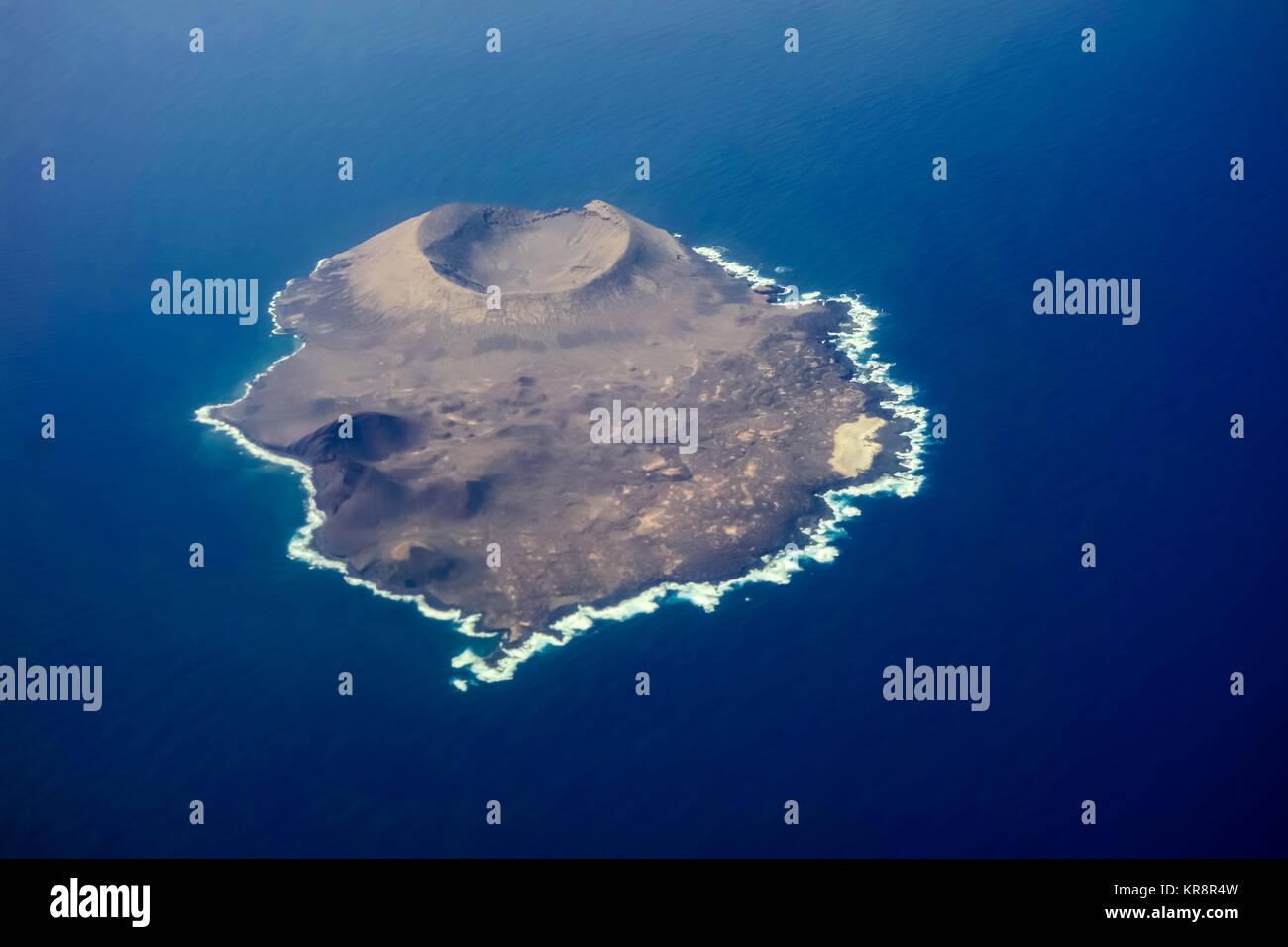 LANZAROTE, SPANIEN 11. Nov. 2017: Die Isla de Alegranza ist eine kleine Insel im Norden von Lanzarote, gehört Stockbild