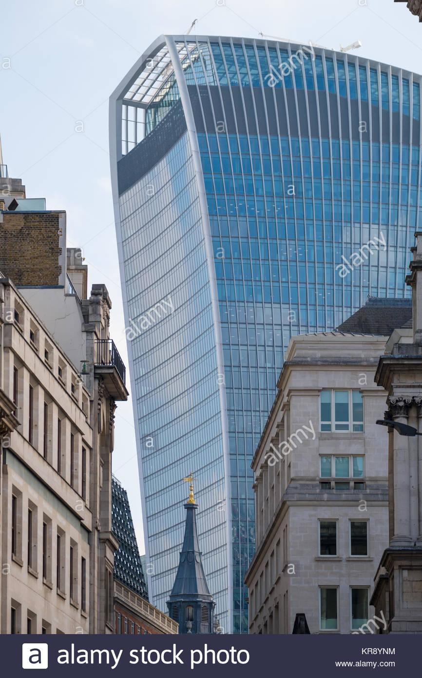 Kommerzielle Wolkenkratzer 20 Fenchurch Street lokal bekannt als walkie-talkie wegen seiner charakteristischen Form, Stockbild