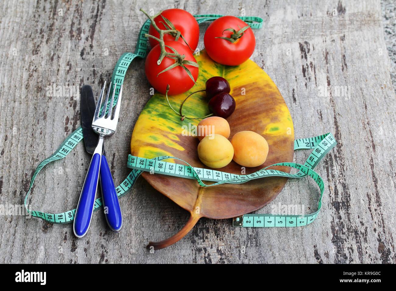 Ernährung mit Obst und Gemüse. Gewichtsabnahme durch gesunde Ernährung mit Obst und Gemüse Stockbild