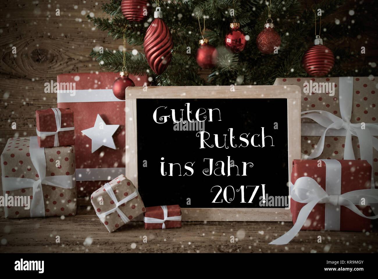 Nostalgische Karte für Seasons Greetings. Weihnachtsbaum mit Kugeln ...