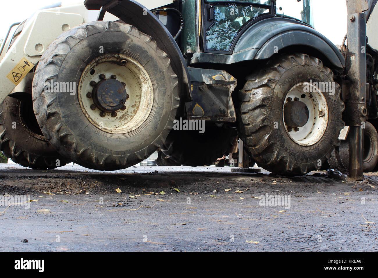 Lkw starke Outrigger Stabilisierung Beine erweitert. Traktor auf erweiterte Stützen für bessere Stabilität, Stockbild