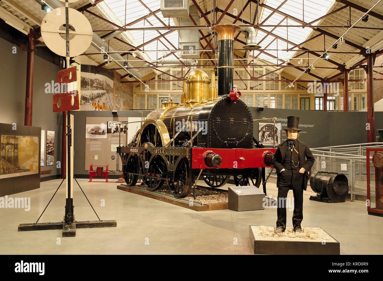 Ein Display um Isambard Kingdom Brunel in der Swindon Steam Railway Museum zentriert. Hinter dem Modell der Brunel Stockbild