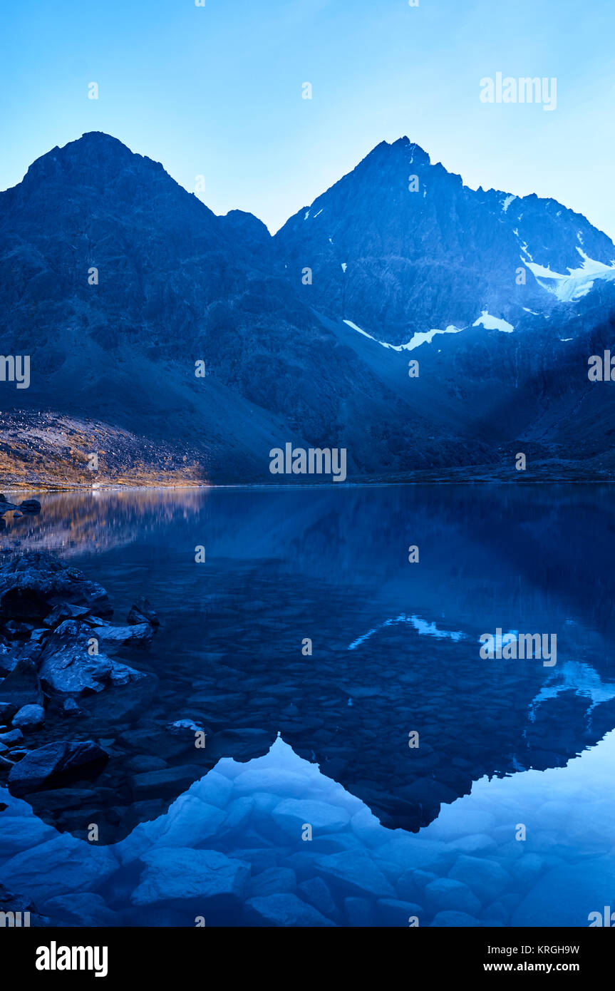 Der Blaue See, Blavatnet, Lyngen Alpen, Troms, Norwegen Stockbild