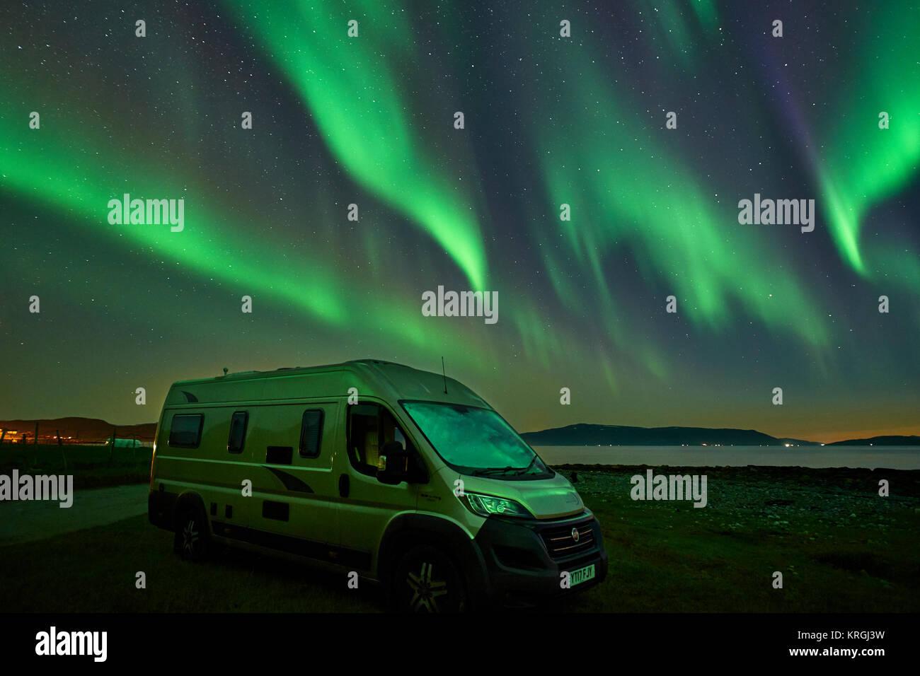 Wohnmobil und Aurora Borealis, Northern Lights, Russelv, Lyngen, Troms, Norwegen Stockbild