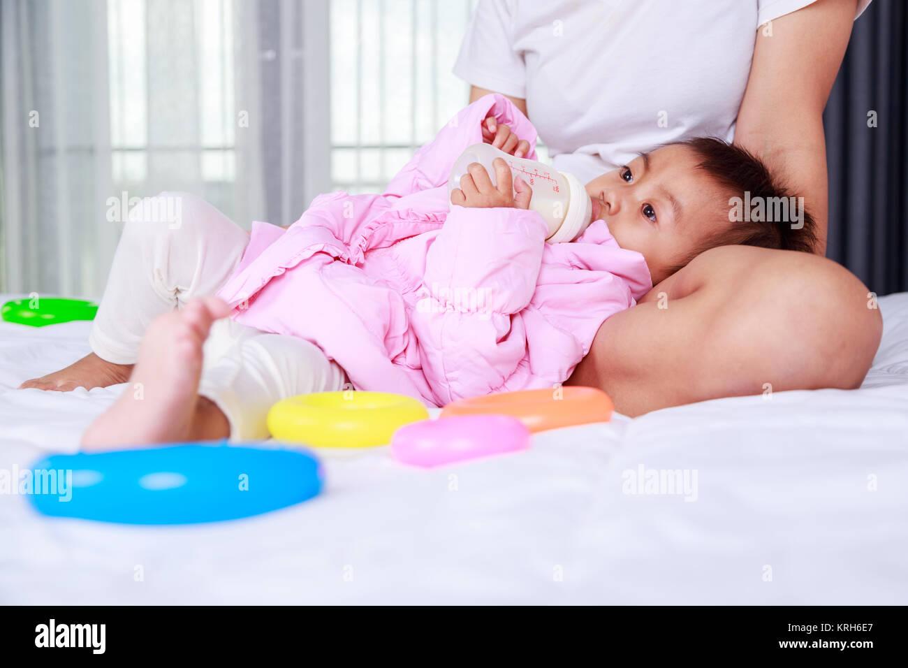 Baby Läuft Milch Aus Der Nase