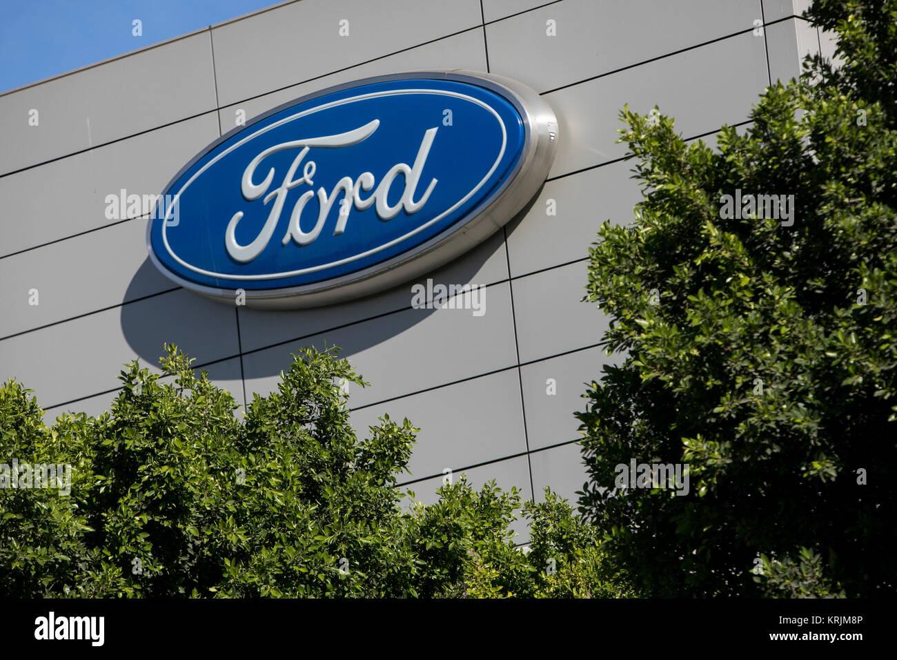 Ein logo Zeichen außerhalb einer Anlage von der Ford Motor Company in Irvine, Kalifornien, besetzten am 9. Stockbild