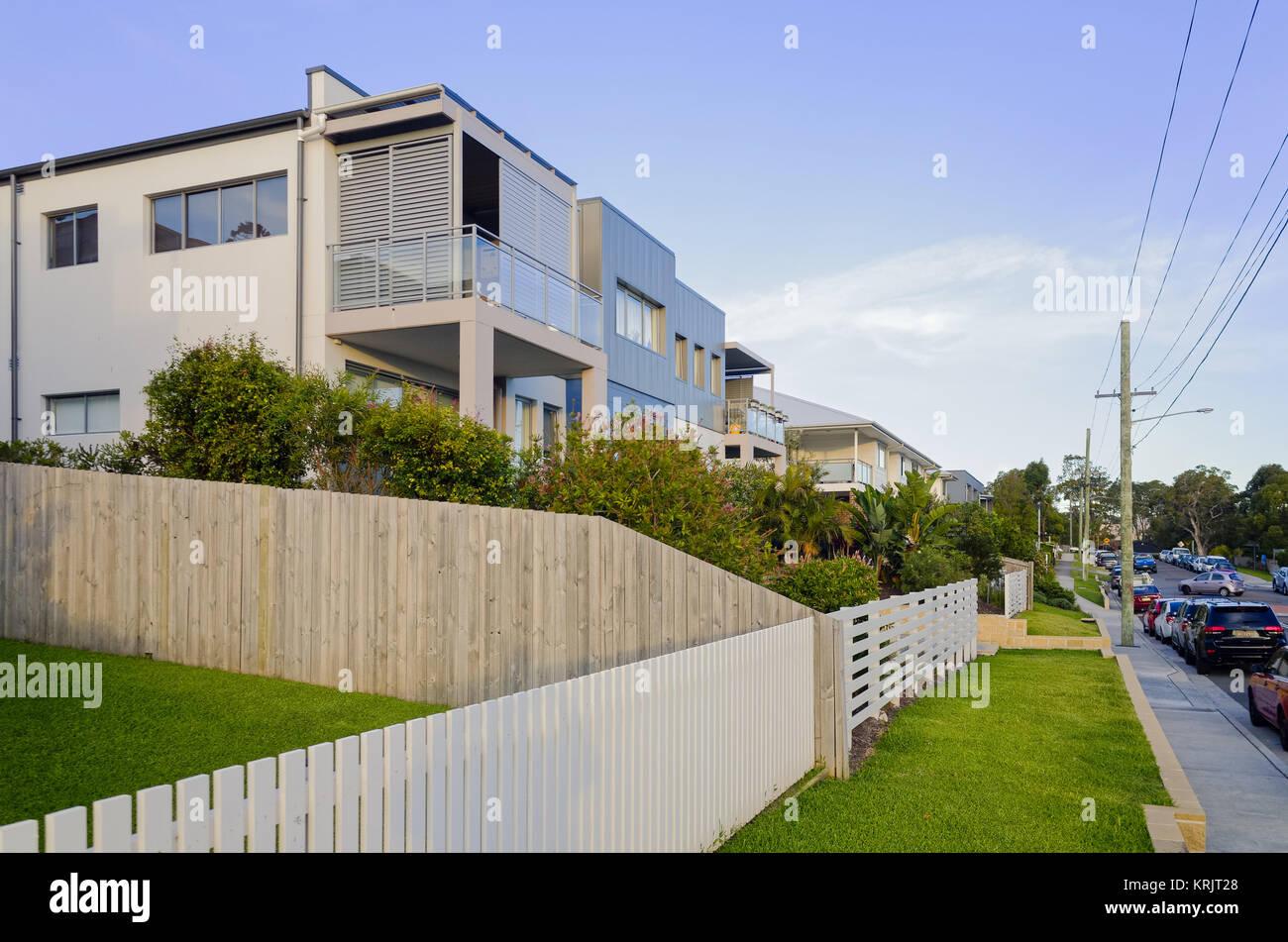 Moderne Wohn Gebaude Fassade Mit Balkonen Und Fenstern Appartement