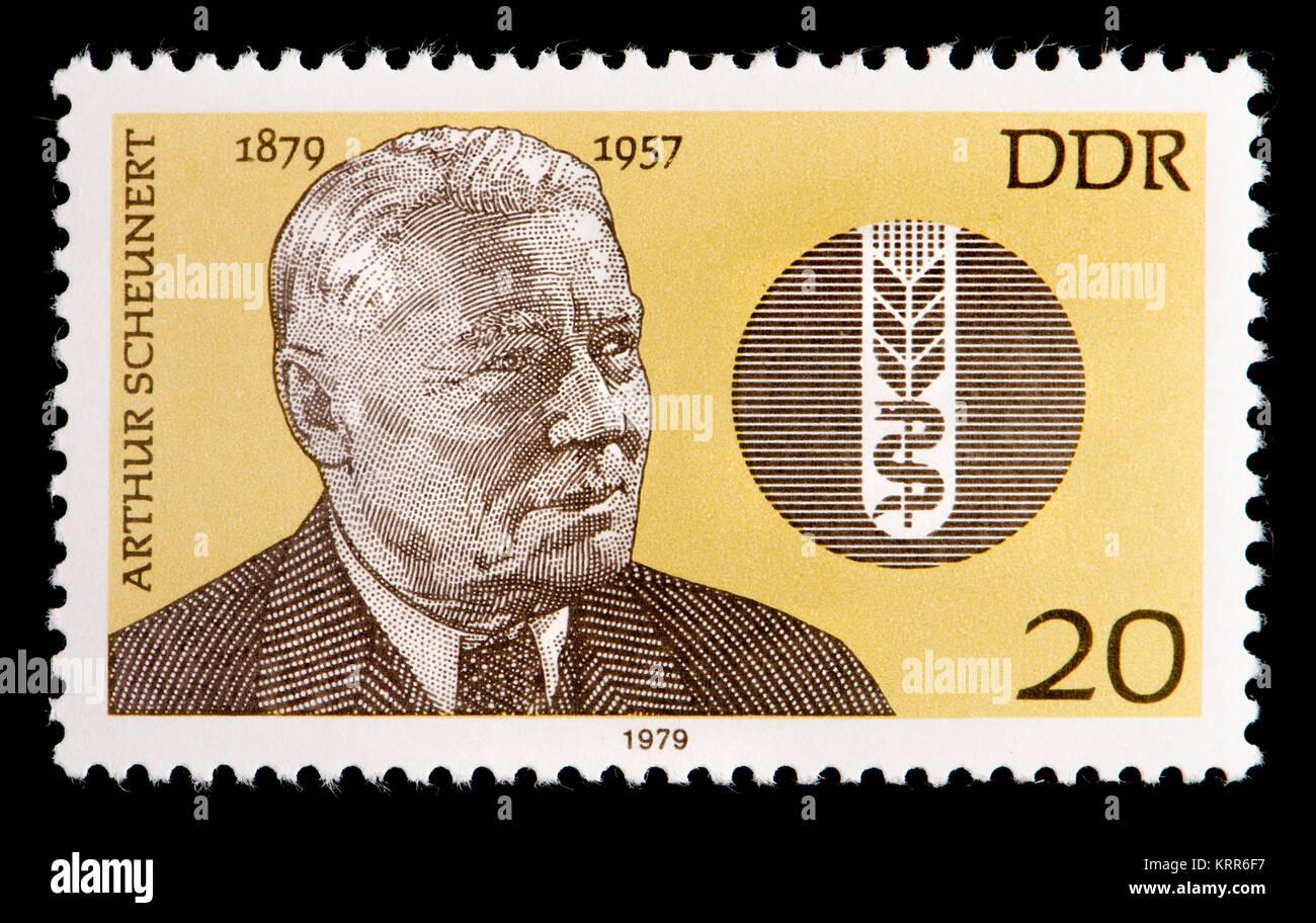 Ddr (DDR) Briefmarke (1979): Carl Arthur Scheunert (1879-1957), deutscher Chirurg vetinary in Physiologie spezialisiert Stockbild