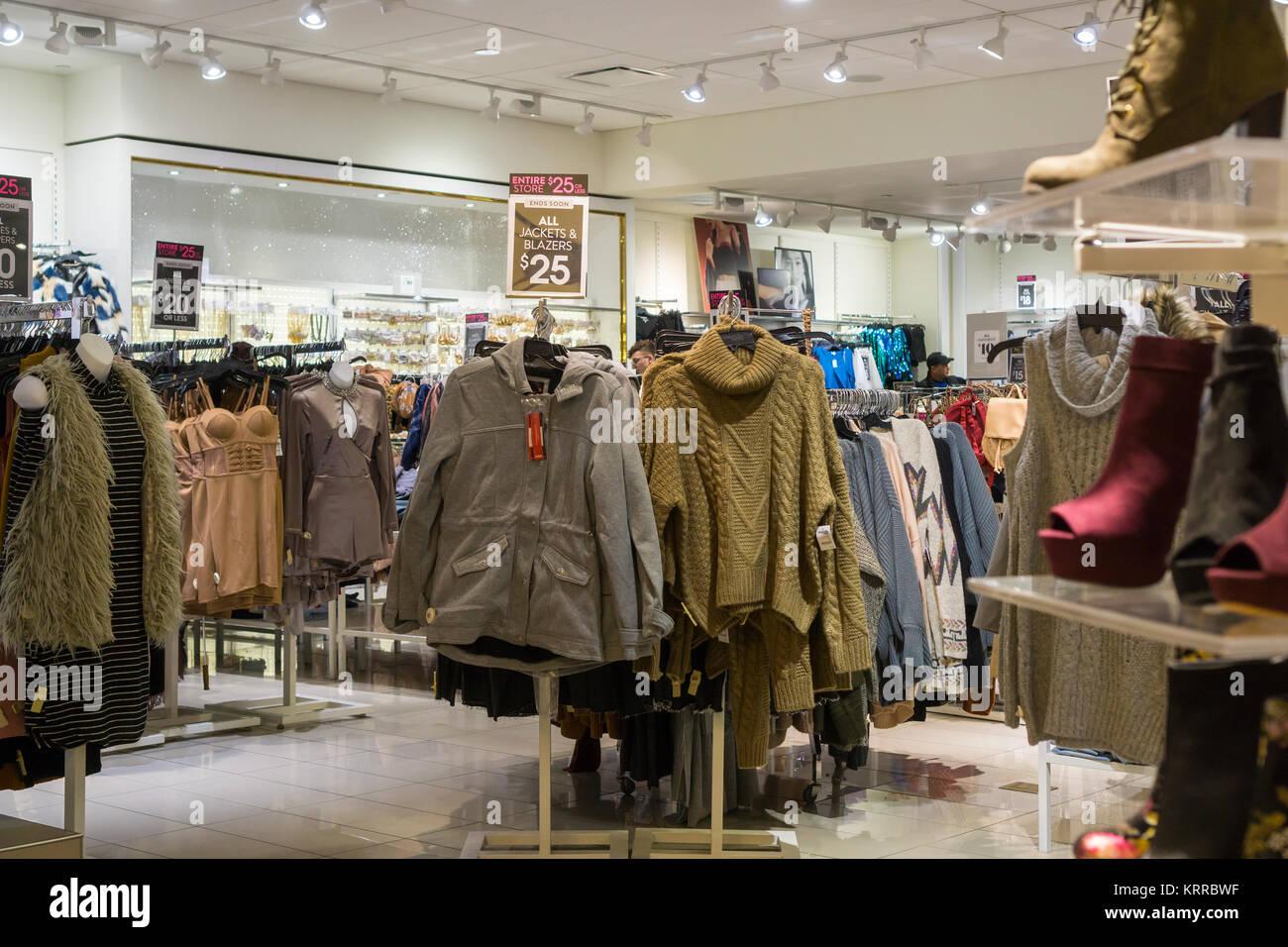 Charlotte Russe in der Queens Center Mall im Stadtteil Queens in New ...