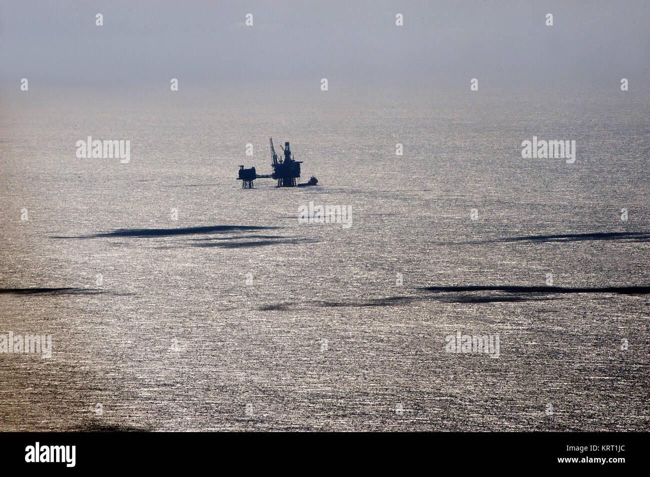 Nordsee, Öl Produktion mit Plattformen. Luftaufnahme. Stockbild
