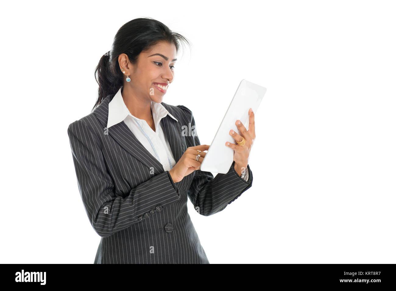 Schwarz business Frau mit Tablet-PC Stockfoto