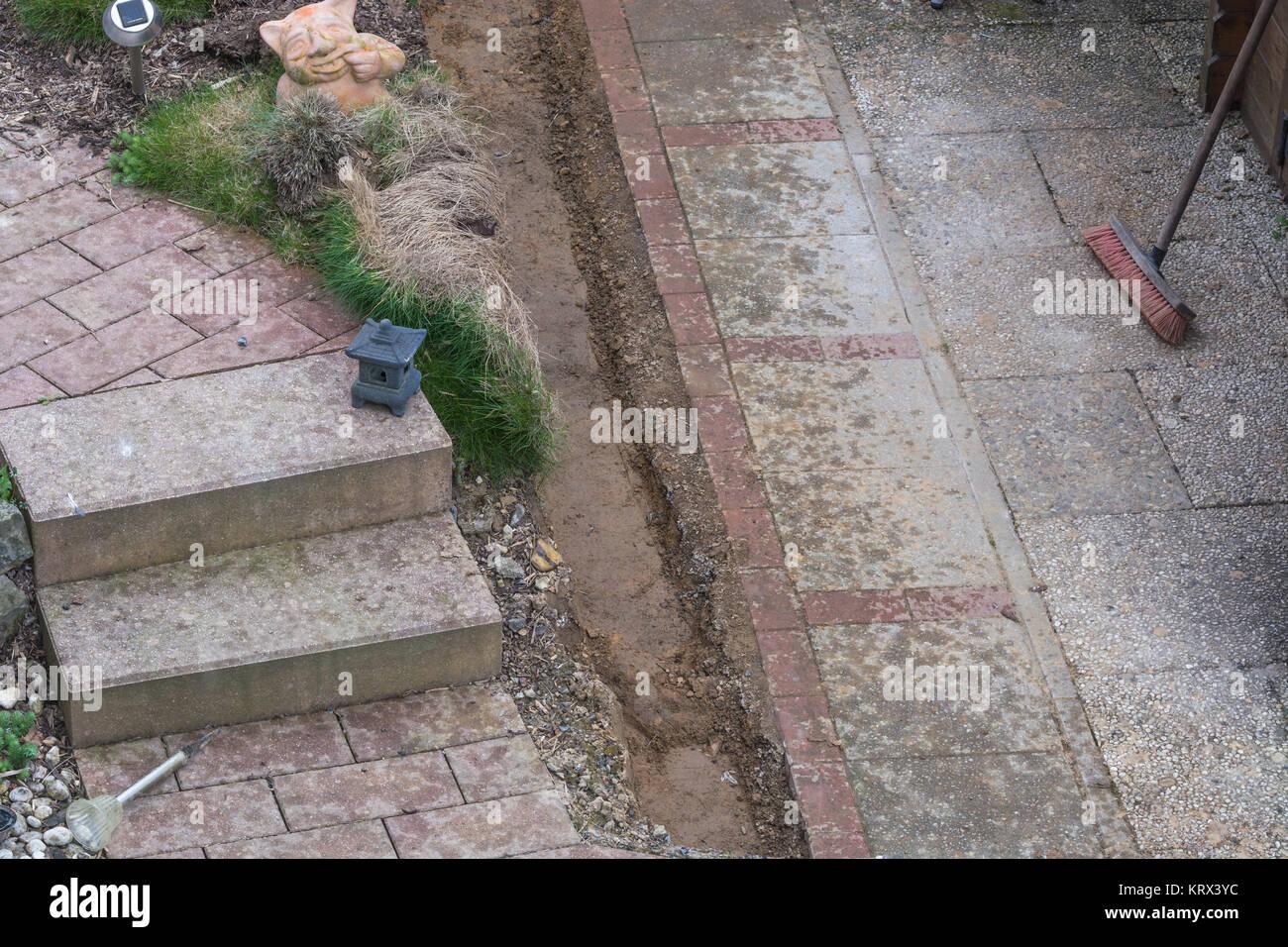 kehren und reinigen der gartenwege stockfoto, bild: 169604272 - alamy