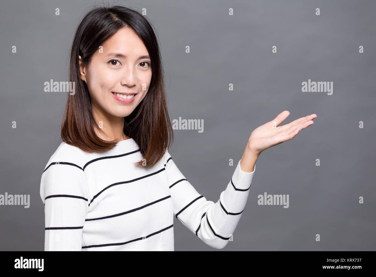 Asiatische Frau, öffnen Sie Palm Stockbild