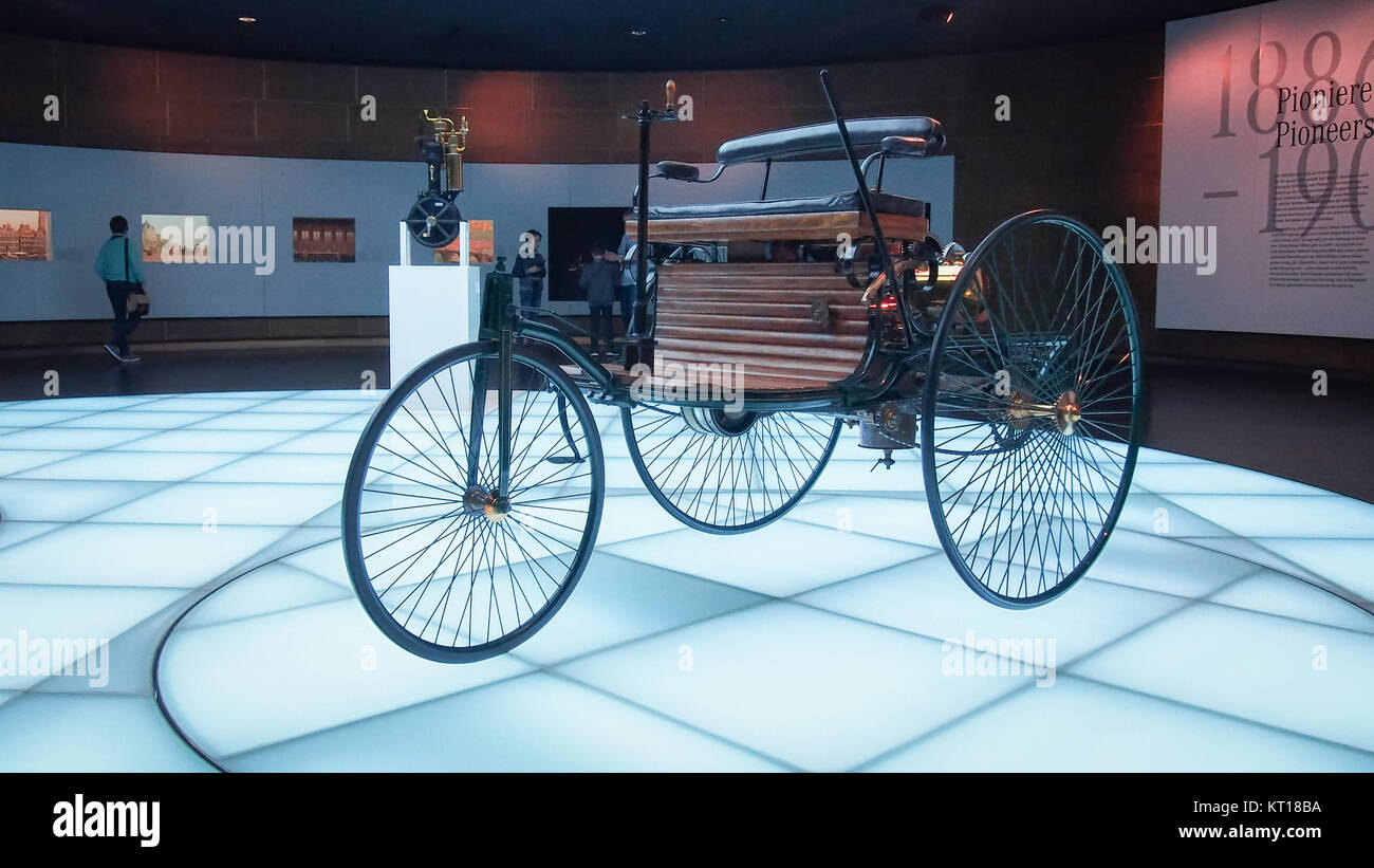 1886 Benz Patent-Motorwagen (Benz Patent-Motorwagen). Es wird ...