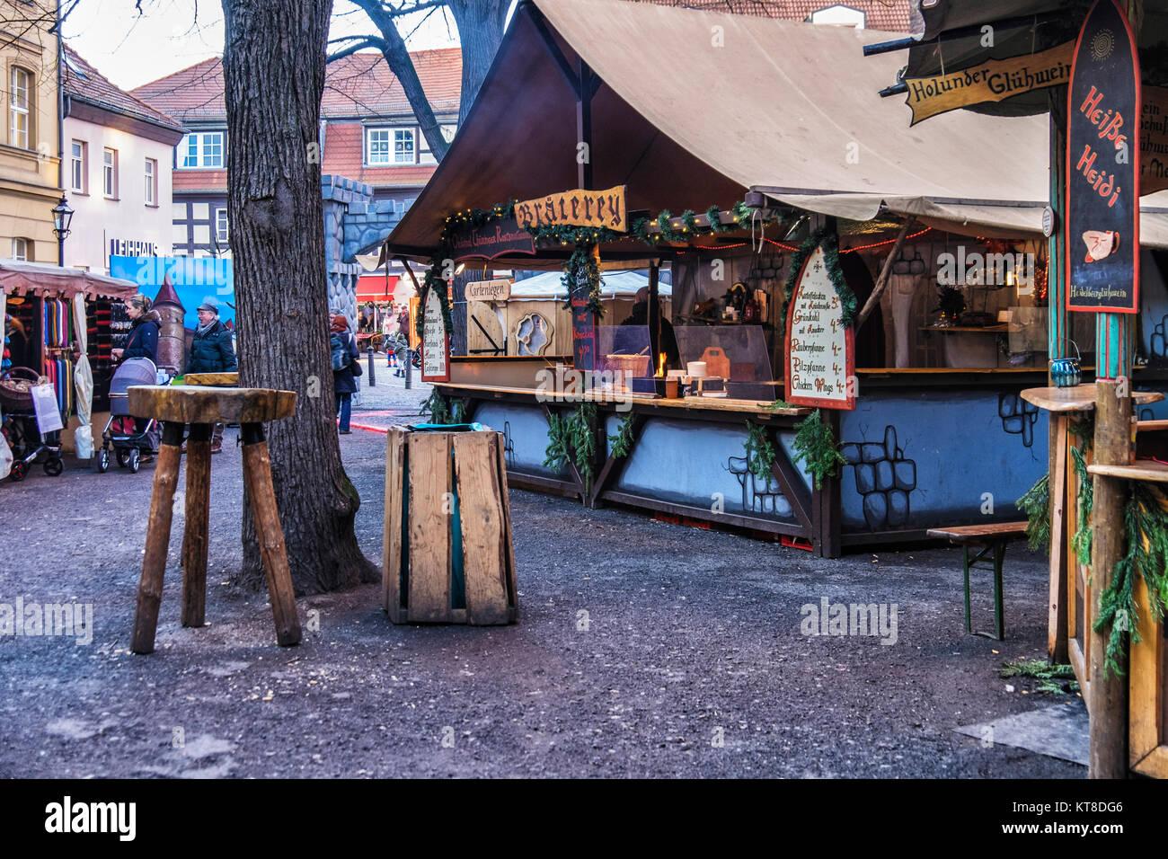 Weihnachtsmarkt Typische Speisen.Berlin Spandau Stall Mit Typischen Deutschen Essen Getränke An