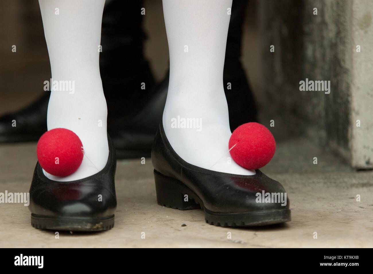 Reife Frau Tragen Lustige Schuhe Fur Karneval Venedig Italien