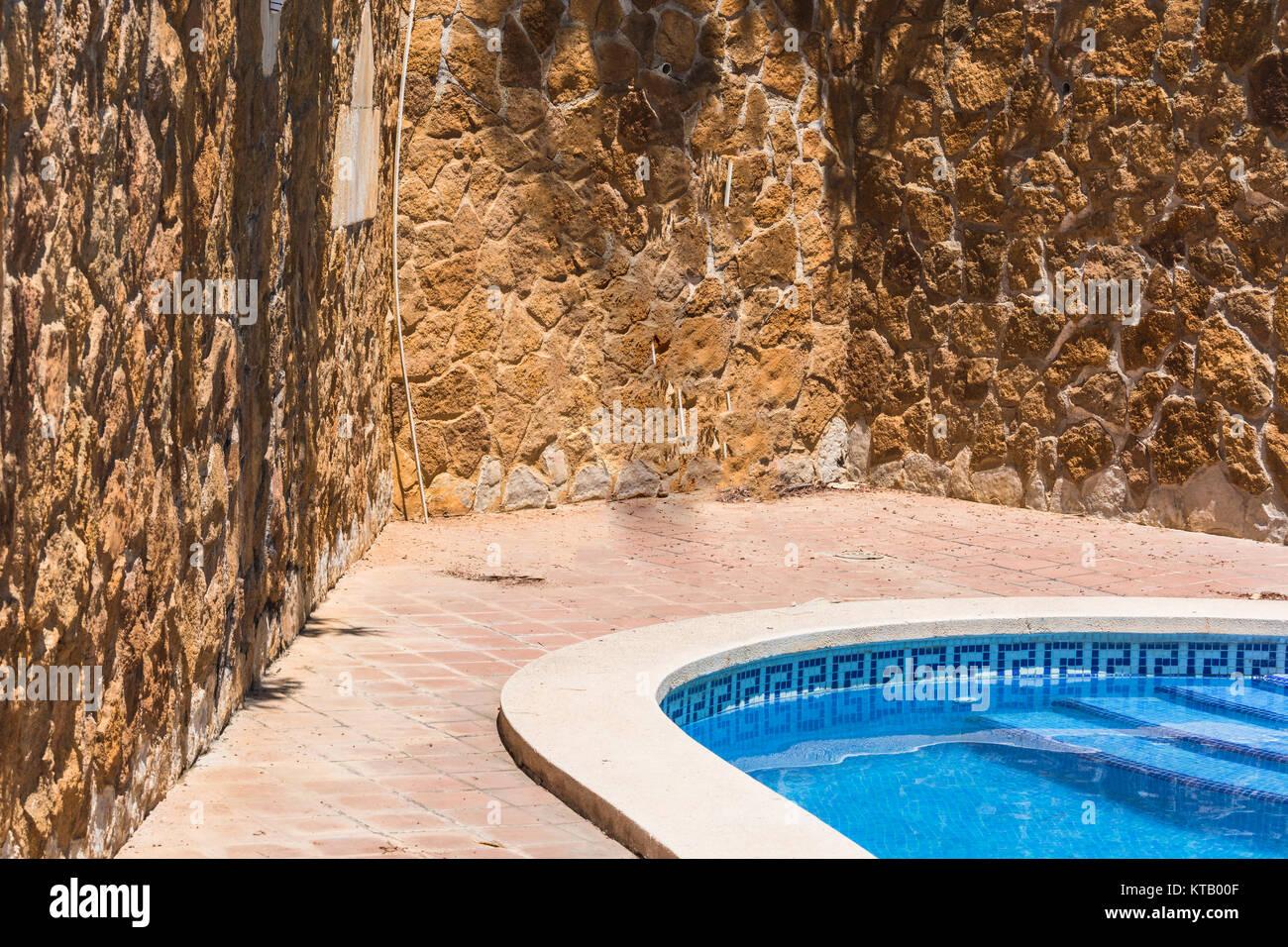 Cool Luxus Mit Schner Des Im Hintergrund Eine Mediterrane Mauer Dekoriert  Mit Sandsteinen With Mediterrane Mauer