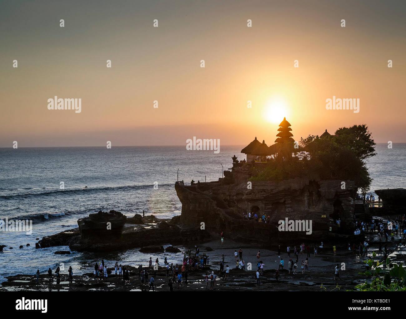 Pura Goa Lawah Hindu Tempel Sonnenuntergang Gegenlicht Silhouette in Bali Indonesien Stockbild