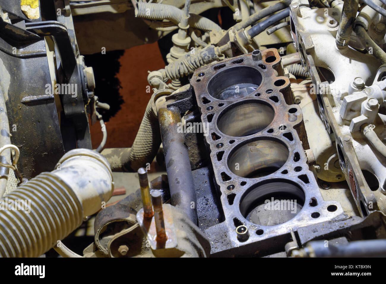 Den Motorblock des Vierzylinders. Zerlegten motor Fahrzeug zur ...