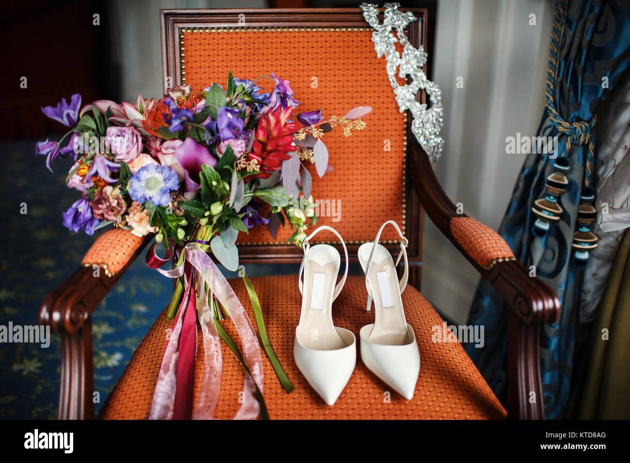 Fruhstuck Am Morgen Wedding Bouquet Und Hubsche Frauen Schuhe Auf