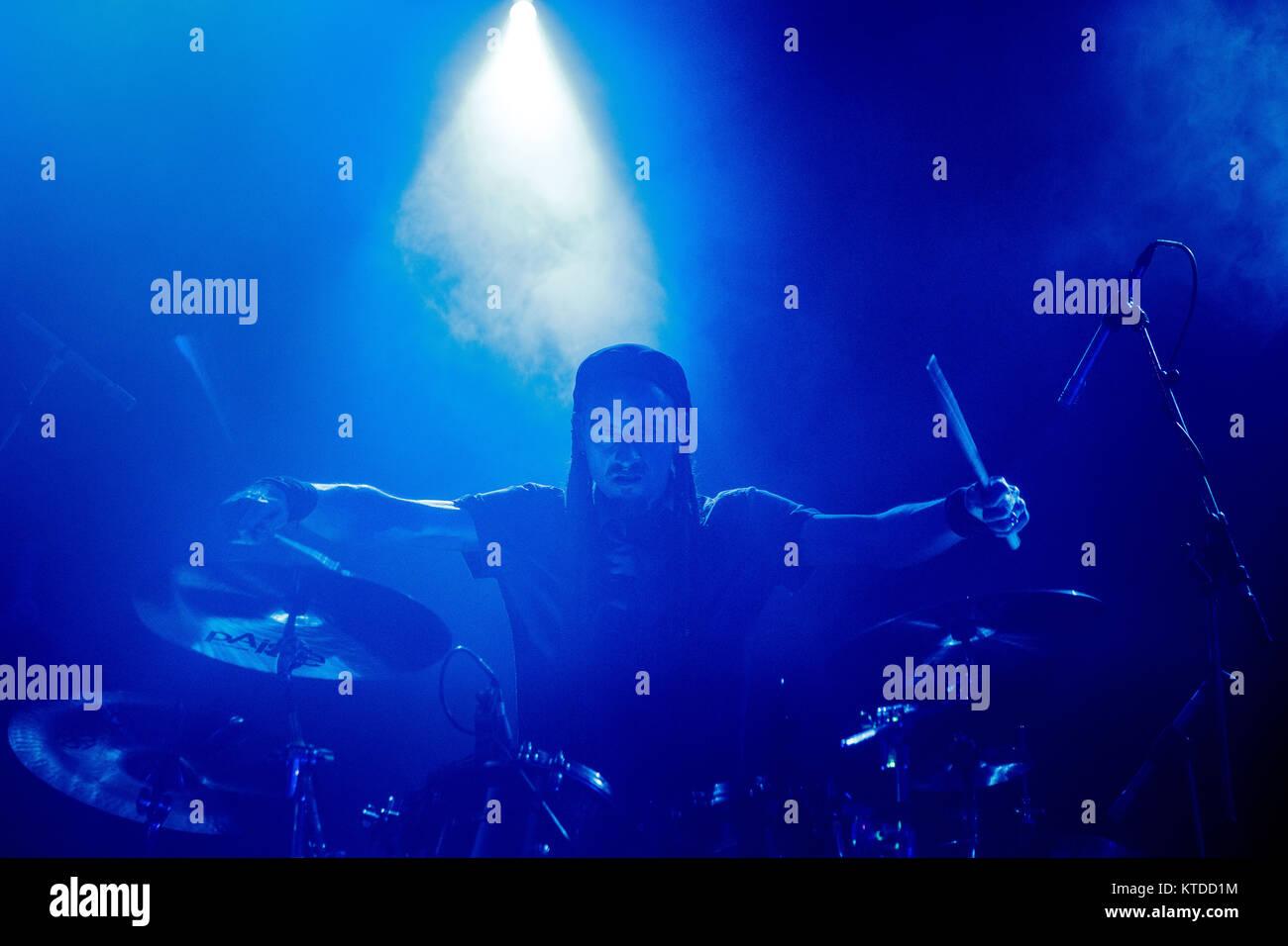 Der kanadischen Musik Gruppe Skinny Puppy führt ein Live Konzert in den Amager Bio in Kopenhagen. Hier Schlagzeuger Stockbild