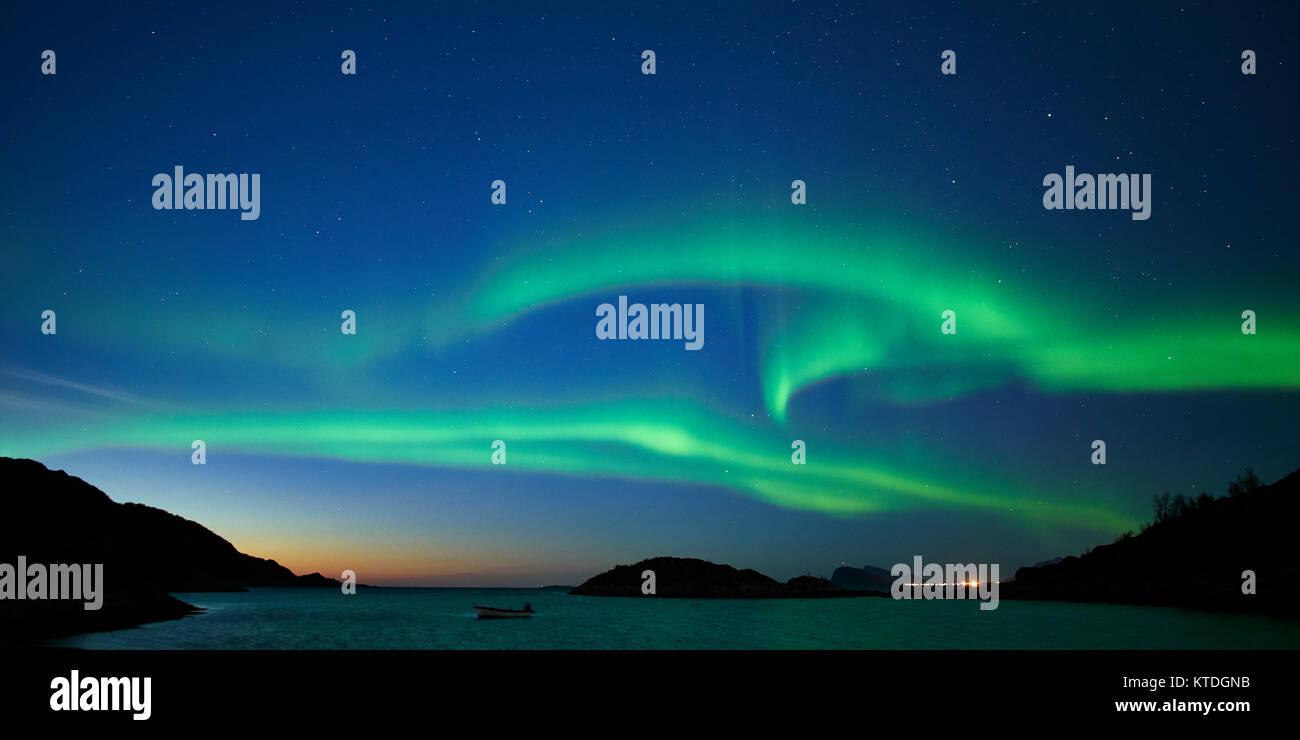 Aurora Borealis, Northern Lights, über Laukvik, Lenvik, Senja, Troms, Norwegen Stockbild