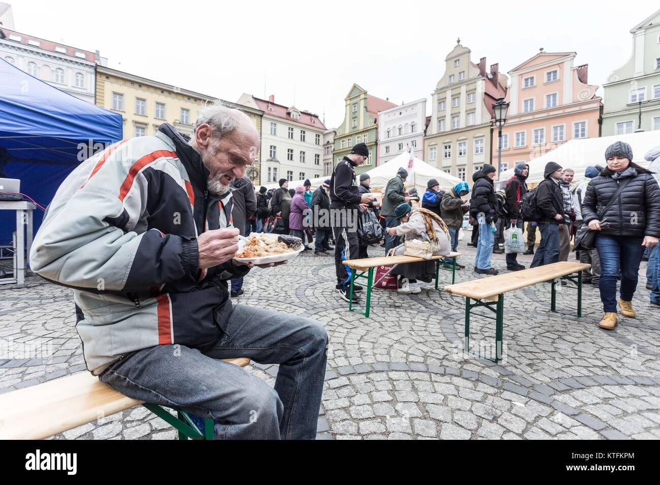 Wroclaw, Polen. 24 Dez, 2017. Heiligabend für Arme und Obdachlose ...