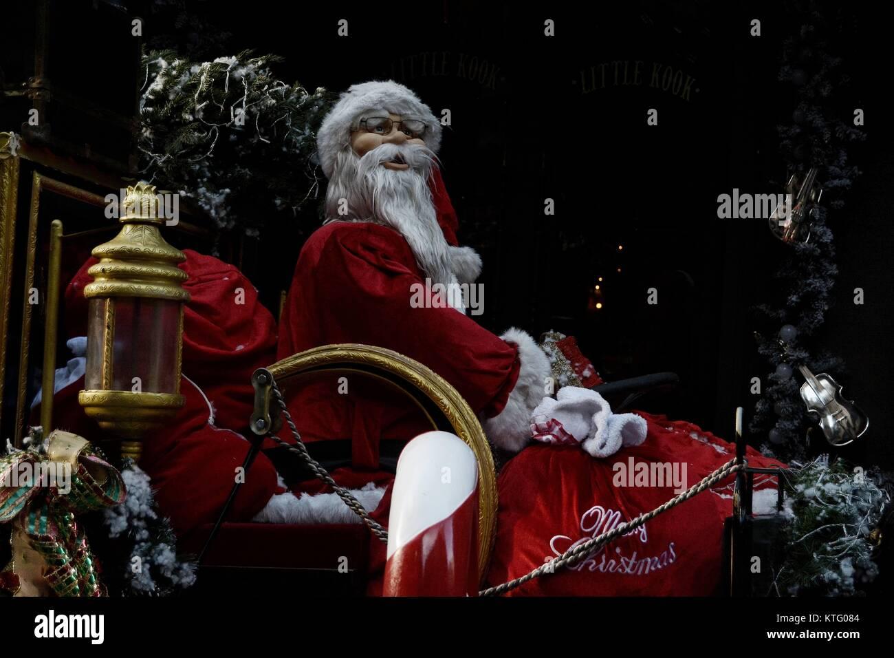 Weihnachten In Griechenland Bilder.Athen Griechenland 24 Dez 2017 Straße Mit Weihnachten Dekoration