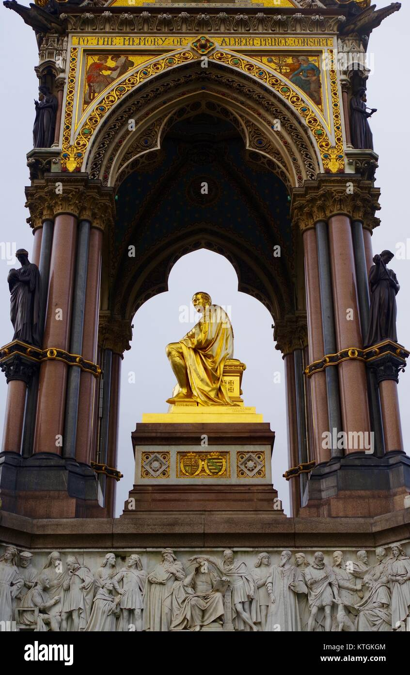 Das Albert Memorial, Prince Consort National Memorial, Kensington Gardens, London, Großbritannien. Reich verzierte Stockbild