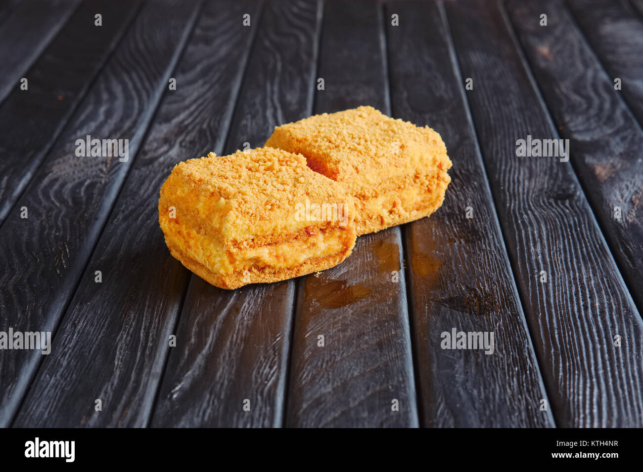 Vorspeise für den Empfang. Tiramisu, Karamell Kuchen in Panade Stockbild