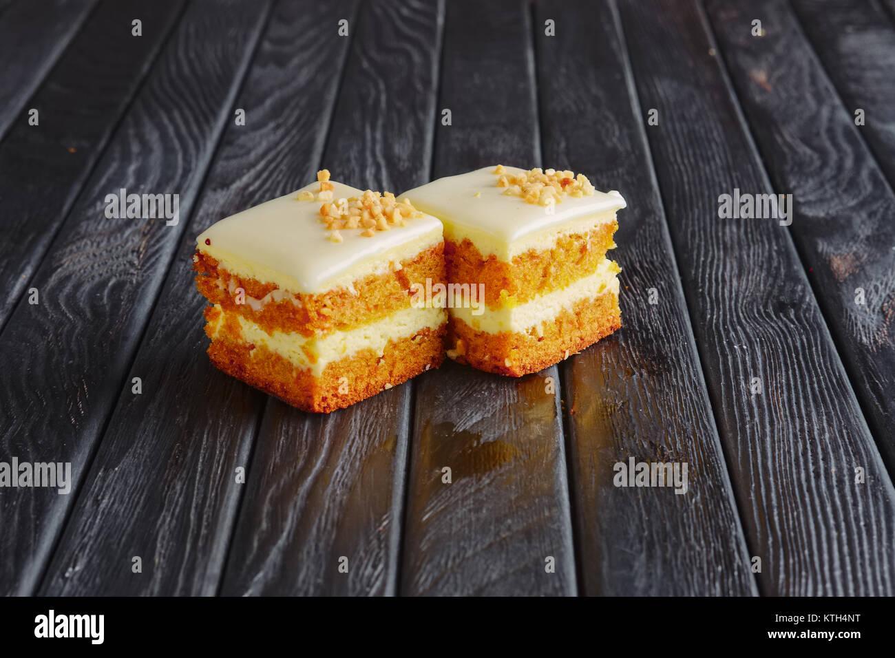 Vorspeise für den Empfang. Tiramisu, Honig Kuchen in der Mutter panieren Stockbild