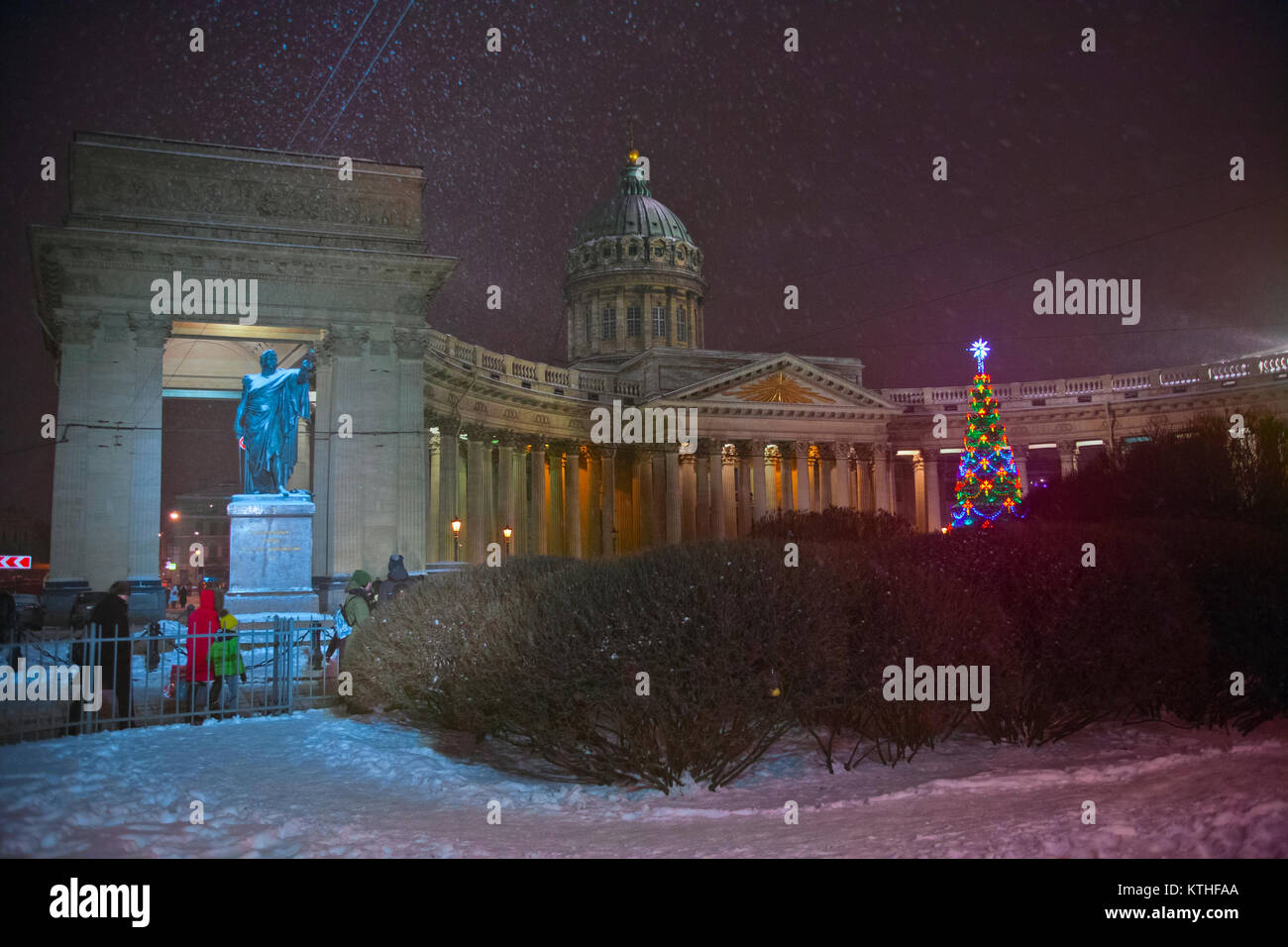 Festliche Beleuchtung des neuen Jahres in St. Petersburg, Russland Stockbild