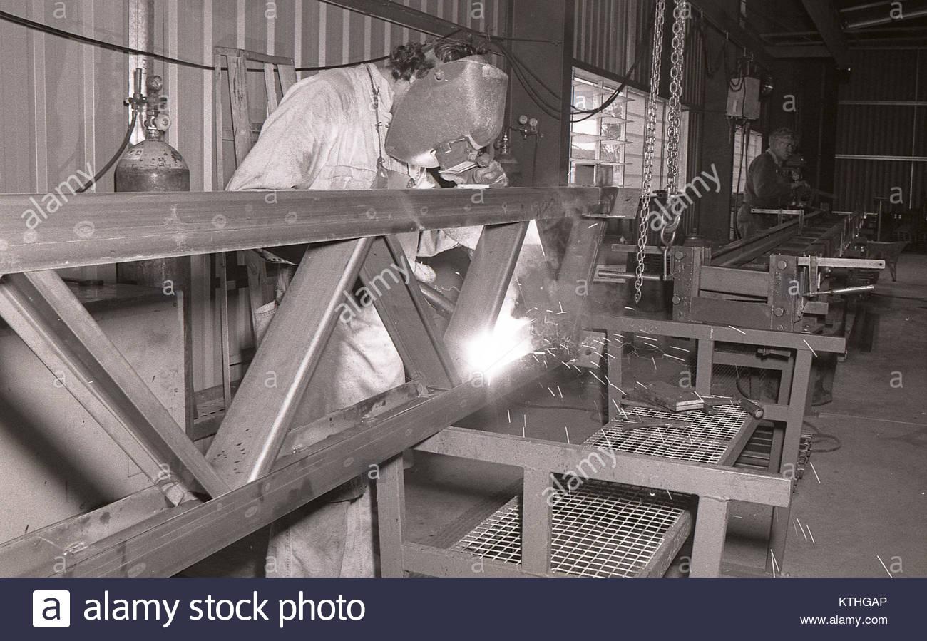 Mann in schweißhelm Herstellung Stahlrahmen für Gebäude Stockfoto ...