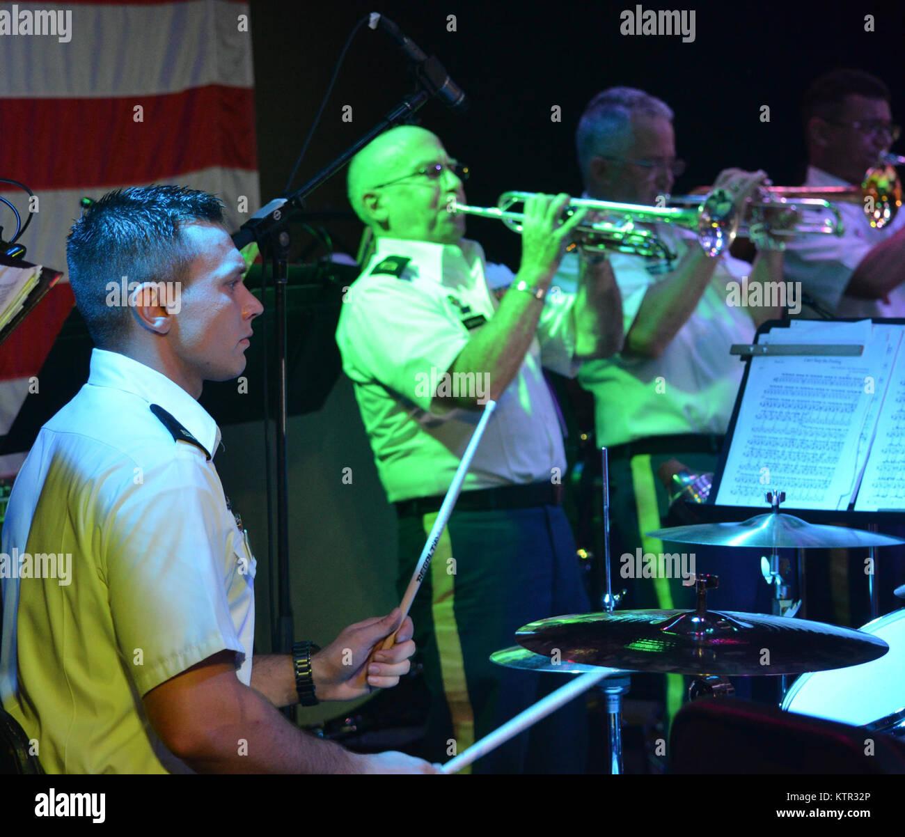 Der New York Army National Guard 42th Infantry Division Band spielte ein kostenloses Konzert am Eisenhower Park, Stockbild