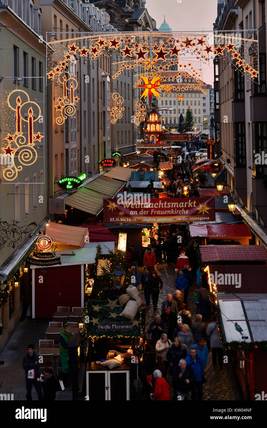 Dresden, Münze Lane, Weihnachtsmarkt in der Kirche Unserer Lieben Frau, Münzgasse, Weihnachtsmarkt an Stockbild