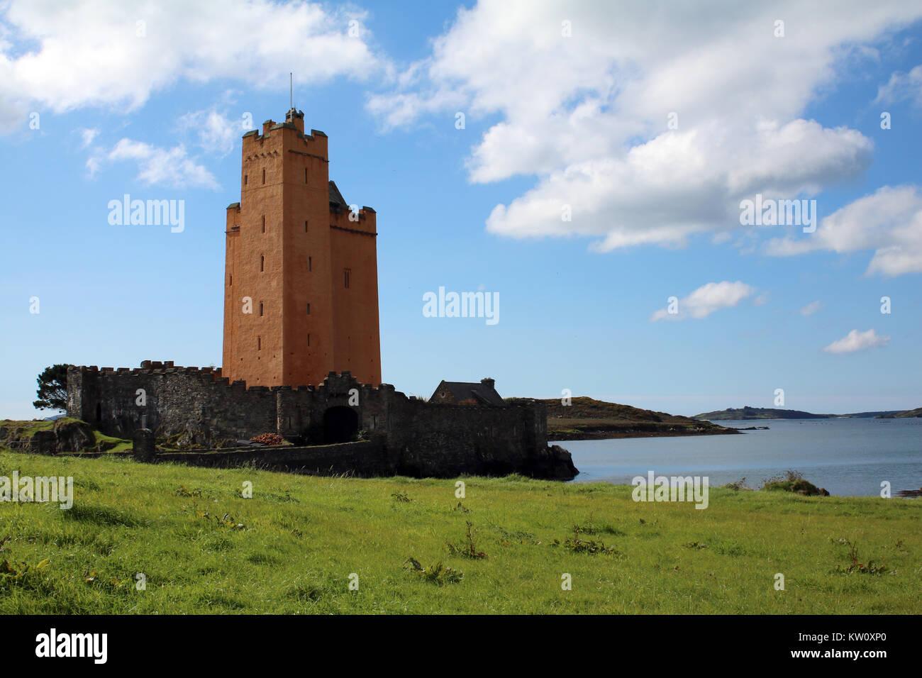 Kilcoe Schloss an der Westküste von Irland Stockbild