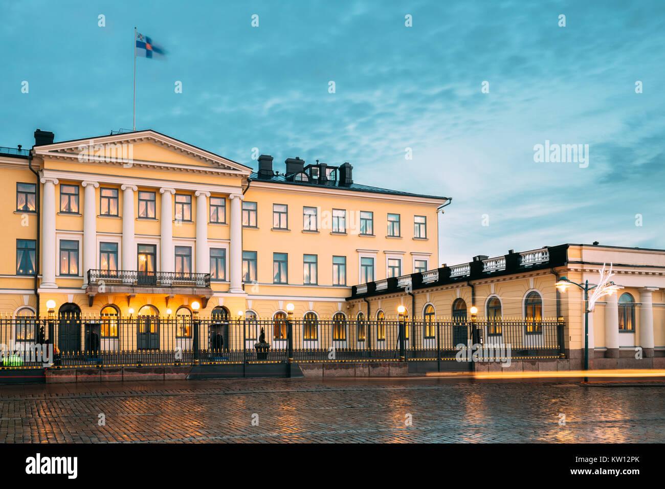 Helsinki, Finnland. Präsidentenpalast in abendlichen Illuminationen. Es enthält Büro des Präsidenten Stockbild