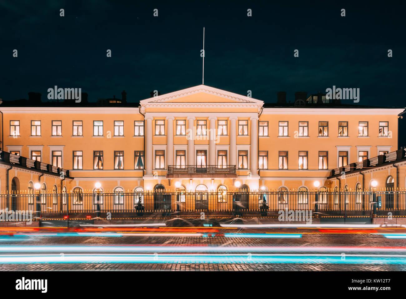 Helsinki, Finnland. Präsidentenpalast in abendlichen Illuminationen. Büro des Präsidenten und des privaten Apartments Stockfoto