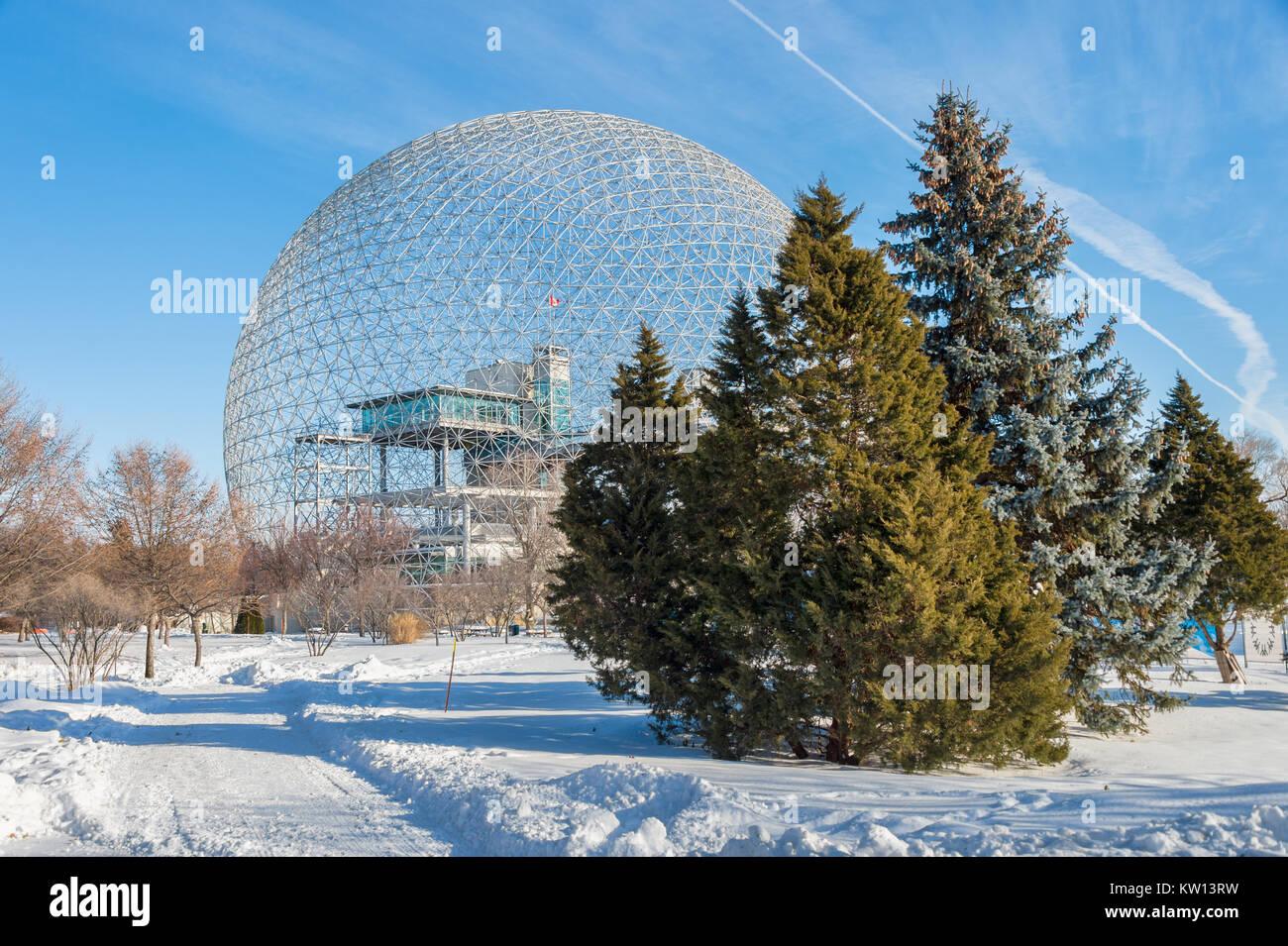 Montreal, CA - 28. Dezember 2017: Biosphäre in Parc Jean Drapeau, im Winter Stockbild